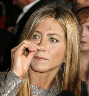 nose picker jennifer anniston