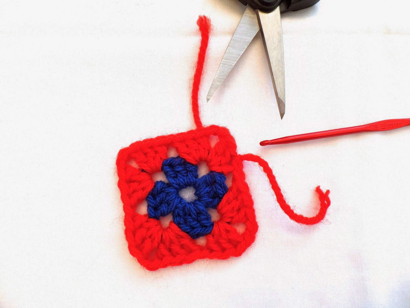 step by step tutorial on how to make a granny square
