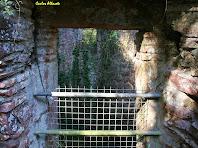 L'interior del Pou del Prat de Dalt des d'una de les seves portes d'accés. Autor: Carlos Albacete