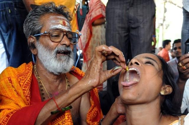 Terapi Menelan Ikan Hidup Untuk Pengobatan Asma di India