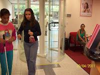 Vanessa e Gi dentro da agência.