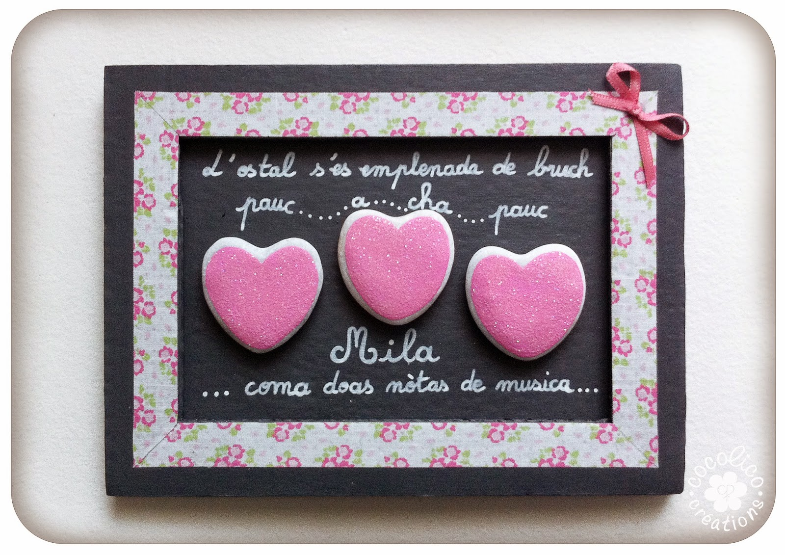cocolico creations cadeau de naissance cadre en carton et coeurs paillet s. Black Bedroom Furniture Sets. Home Design Ideas