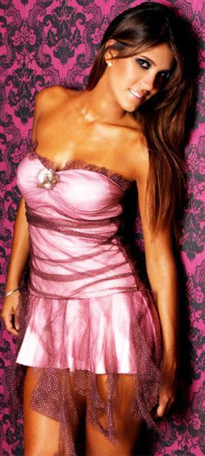 Vanessa Tello con hermoso vestido rosado
