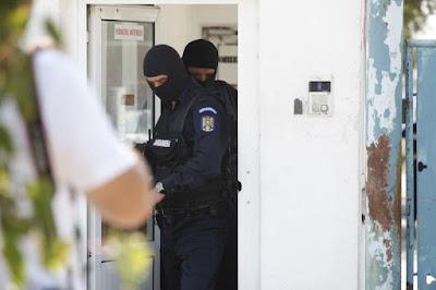 Adrian Rădulescu, Constantin Ispas, Emanuel Saghel, Románia, korrupció, DNA, rendőrség, bűncselekmény, Prahova megye,