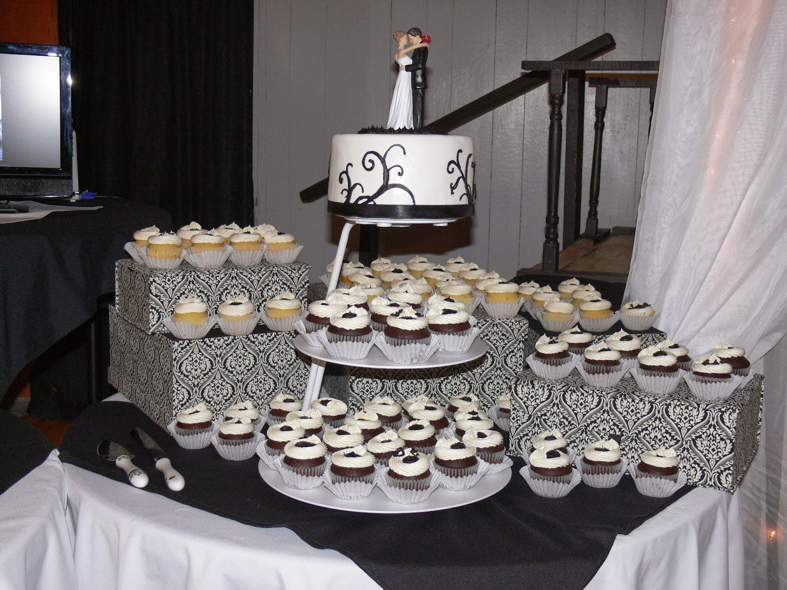 Ultimately Chocolate CAKES: Black-and-White Themed Wedding Cakes ...