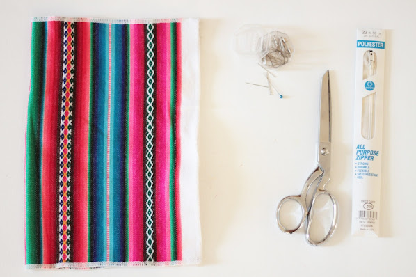 turn a table placemat into a large clutch purse