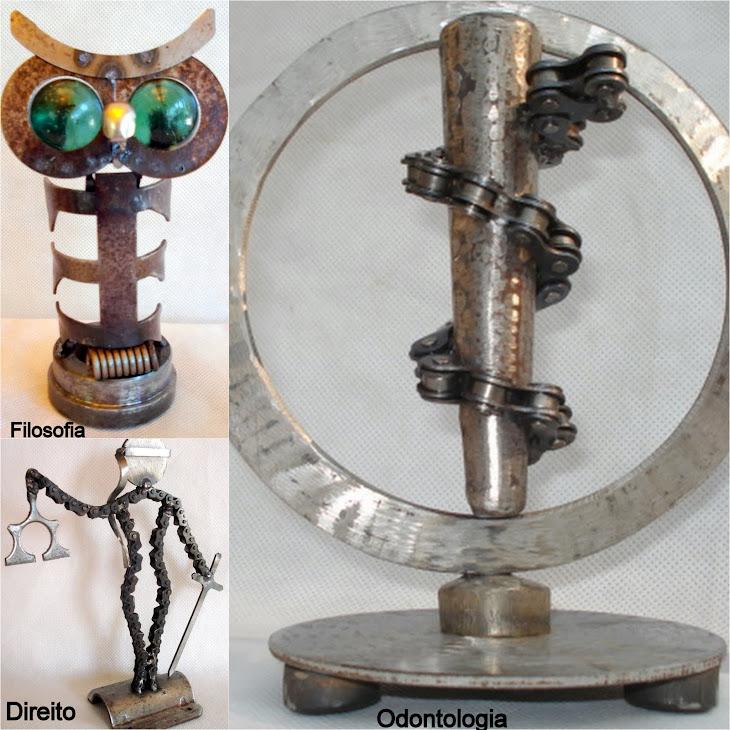 Esculturas inspiradas em símbolos de profissões