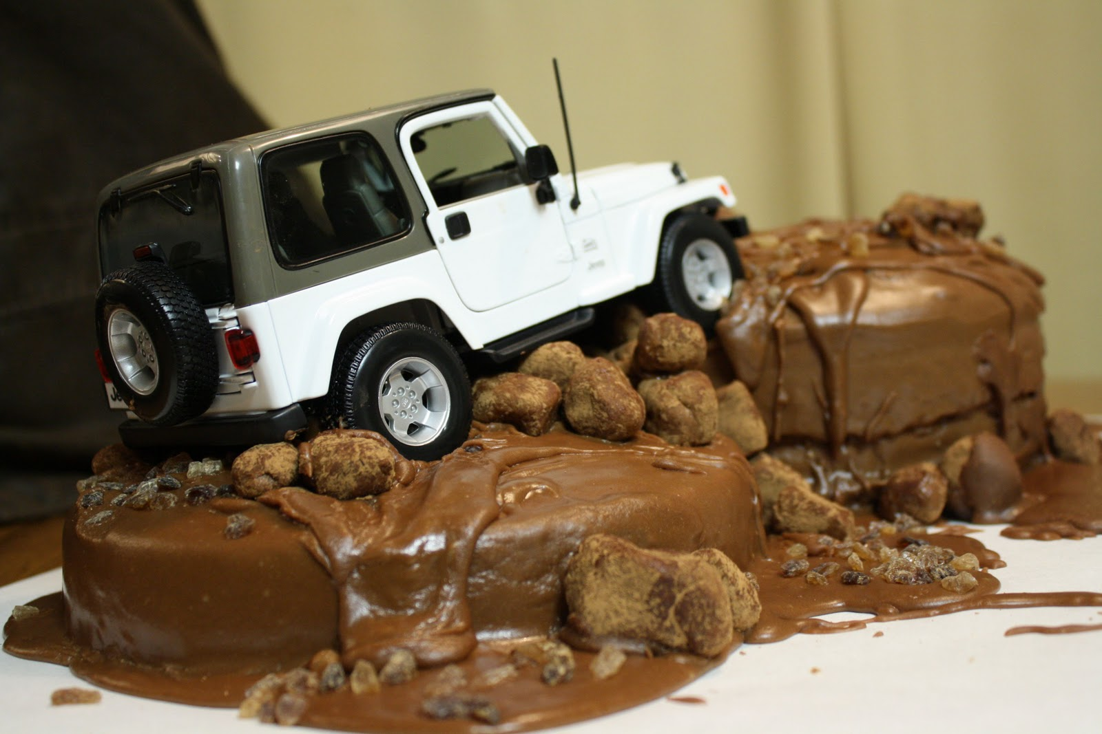 The Traveling Spoon Dabbling in Decorating Jeep Cake
