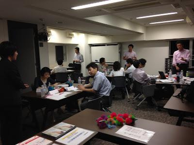 紀尾井町ラーニングカフェ「喩え話のプレゼン術」演習風景(2015年6月撮影)の写真