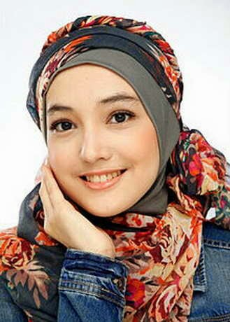 "Biodata Pemain Sinetron Aisyah Putri ""Jilbab in Love"""