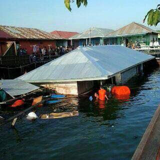 Rumah Roboh Tenggelam Di Bontang Kuala