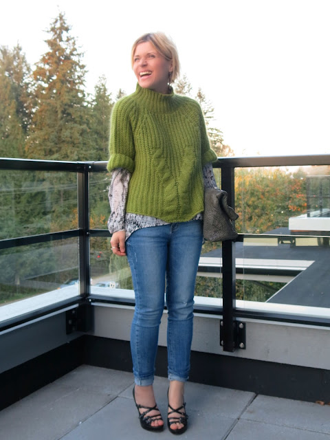 styling a chunky mohair sweater with a flowy blouse and skinny jeans