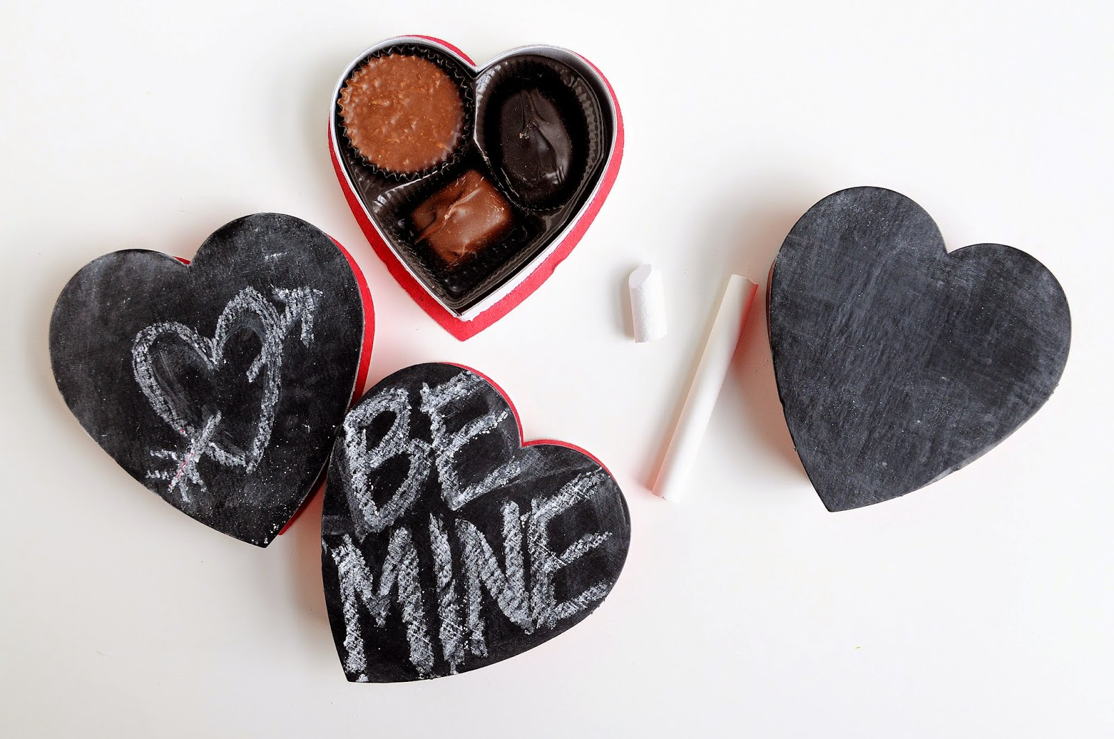 a pretty cool life // diy: chalkboard valentine candy boxes