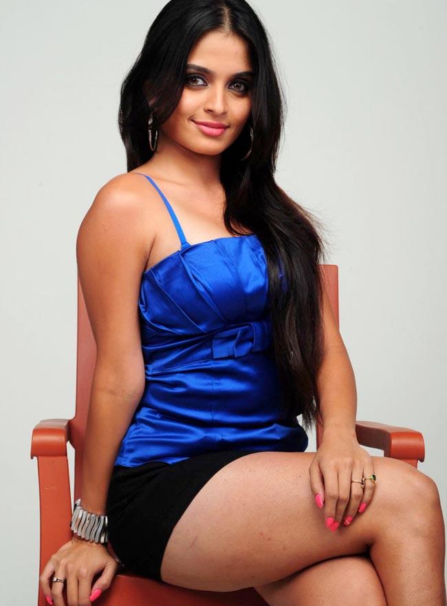 Hot Sri Lankan Thanuja Dilhani