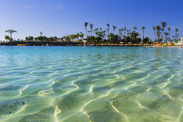 Anfi Beach in Gran Canaria is a Caribbean-style family beach