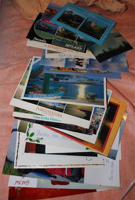 Sentimentala bilder från det förflutna, dags att gå vidare. Jag slänger dessa vykort och väljer att titta framåt istället!