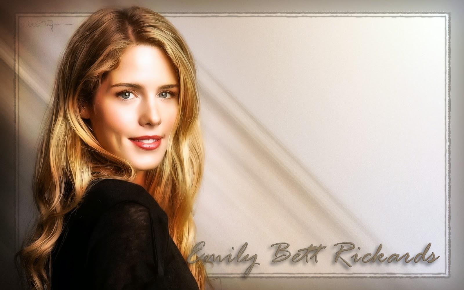 2014 Emily Bett Rickards