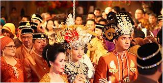 Foto Pernikahan Ayu Dewi dan Regi Datau