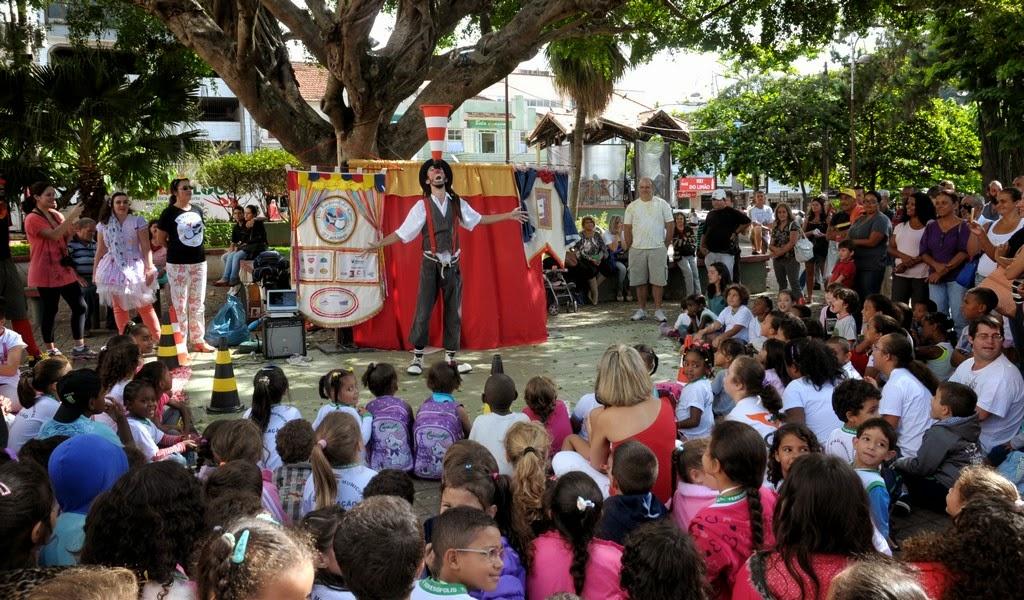 A apresentação contou com grande público, formado por crianças e também por adultos