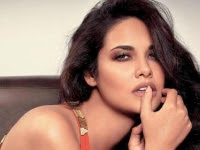 Bold 'n' Beautiful Esha Gupta Wallpapers