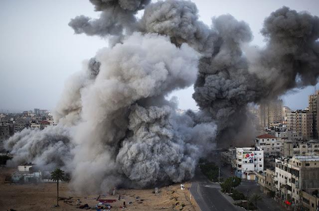 الحرب على غزة Gaza+Under+Fire+%2820%29