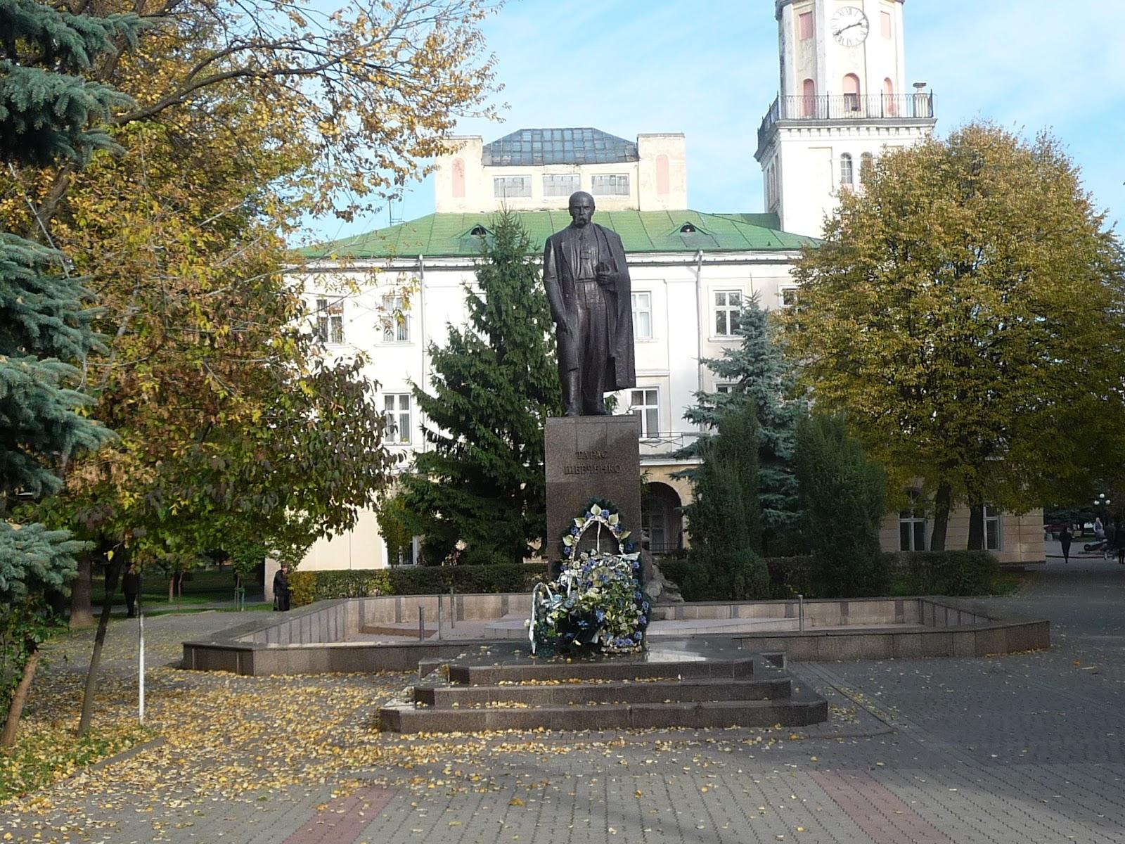 Самбір. Пам'ятник Шевченку