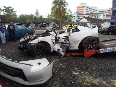 http://2.bp.blogspot.com/-sA7NZANHlEY/UHGXzgtM5fI/AAAAAAAARb4/7BxsSNea1tk/s1600/nissan+gtr+accident+2.jpg