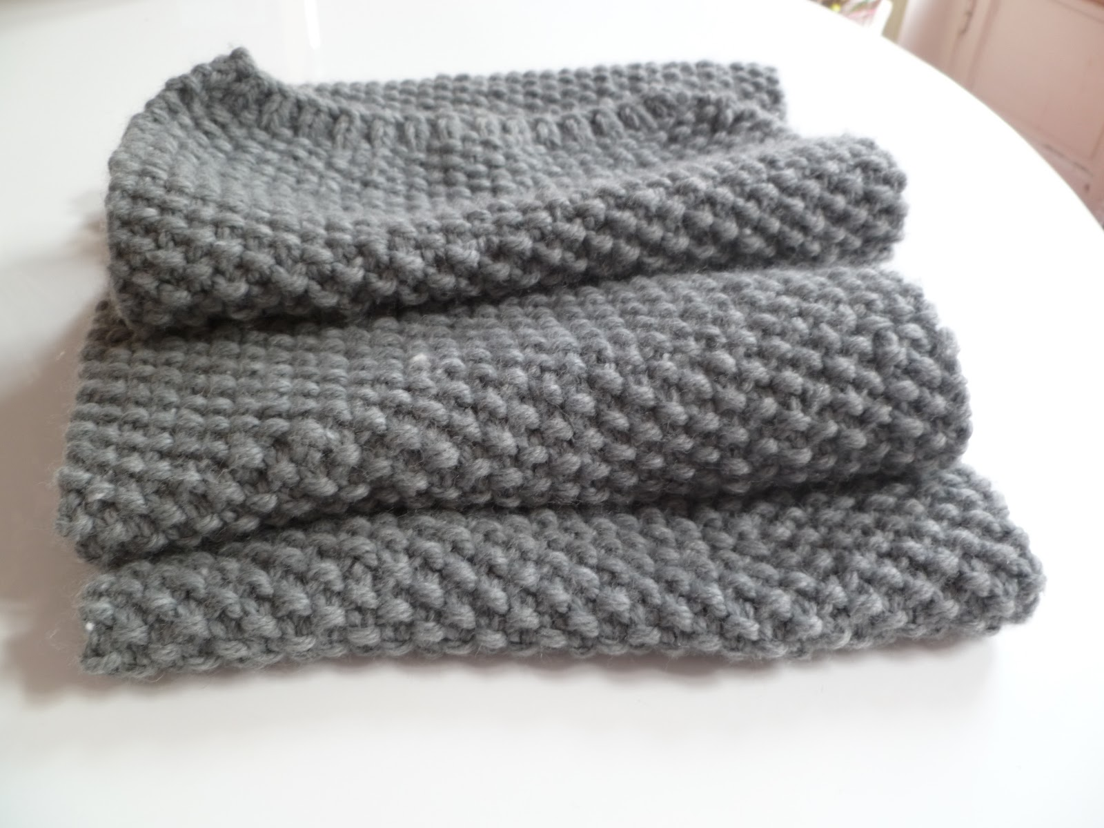 jadh o ma premi re charpe tricot e par mes p 39 tites mains. Black Bedroom Furniture Sets. Home Design Ideas