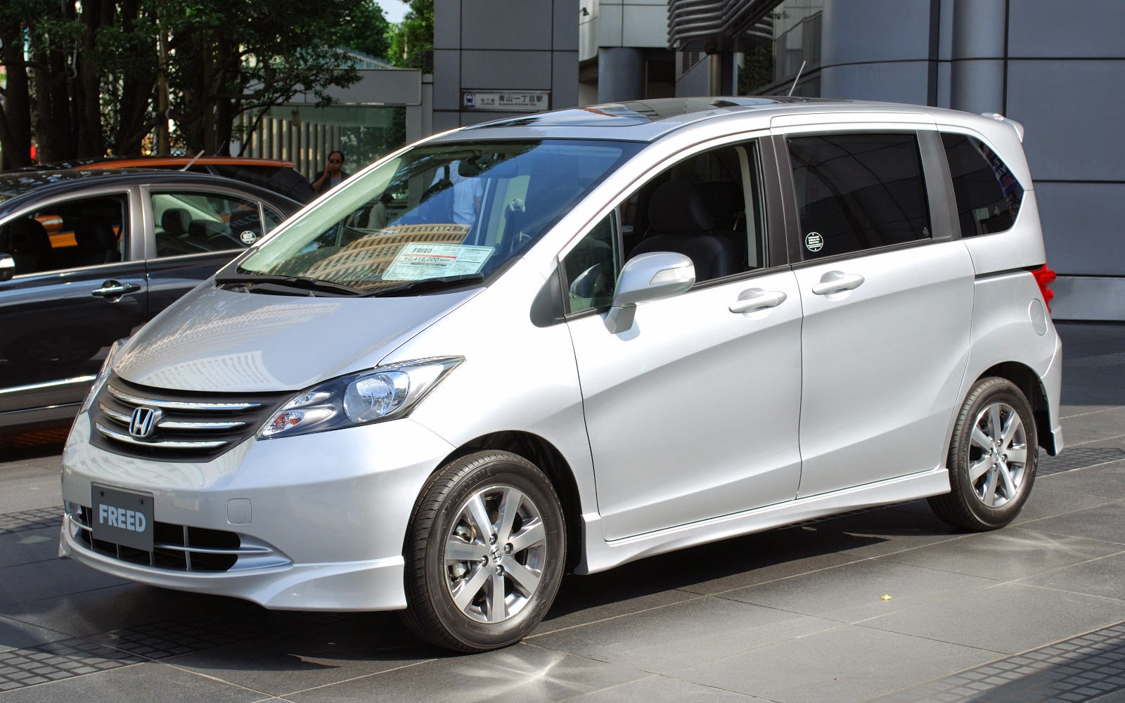 Honda Freed : Rp 350.000