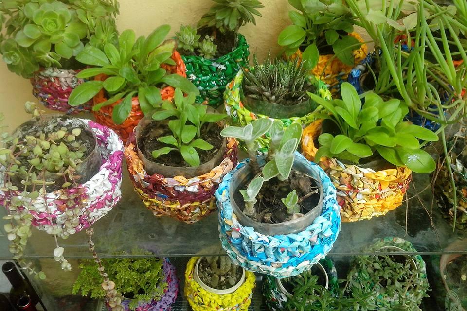 Te hago bolsa adornos para el jard n reutilizando envases for Adornos para jardin
