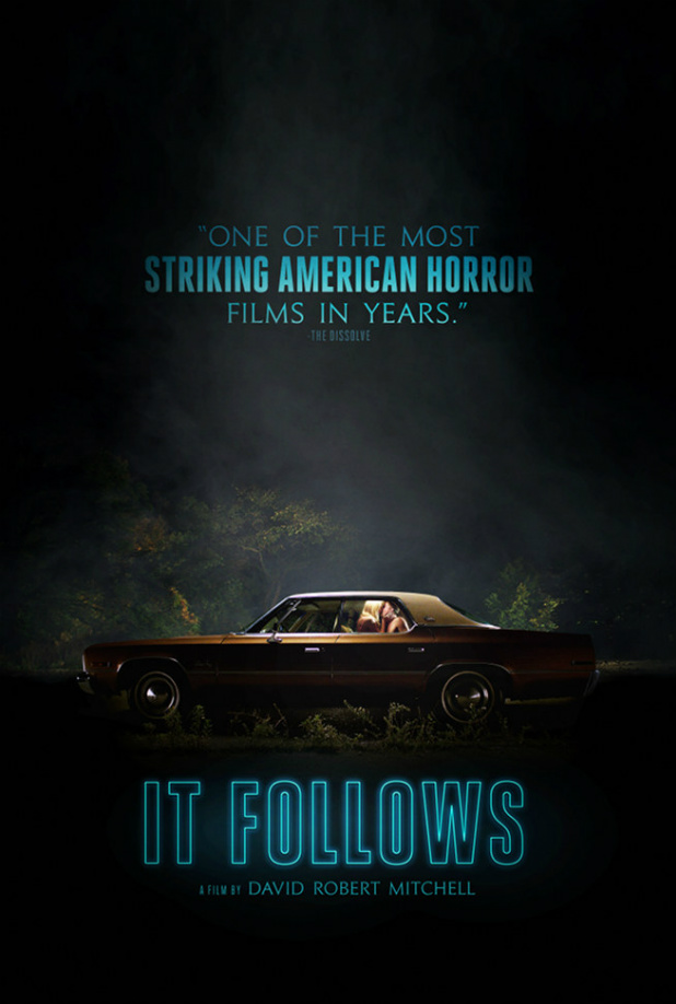 Sinopsis Film Horror It Follows (Linda Boston, Caitlin Burt, Heather Fairbanks)