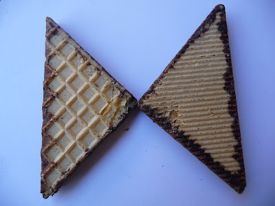 Triángulos de merienda con baño de chocolate