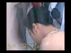 Quay lén em gái Việt Nam đang tắm