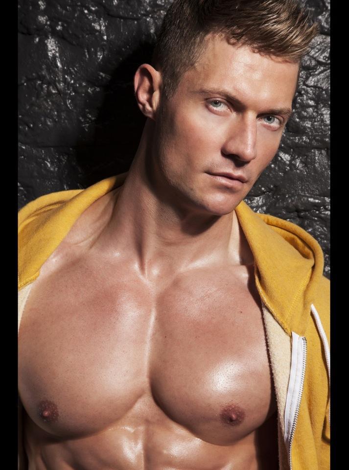 Bodybuilding Junction: Hot Male Abs Model Morne Coetzer