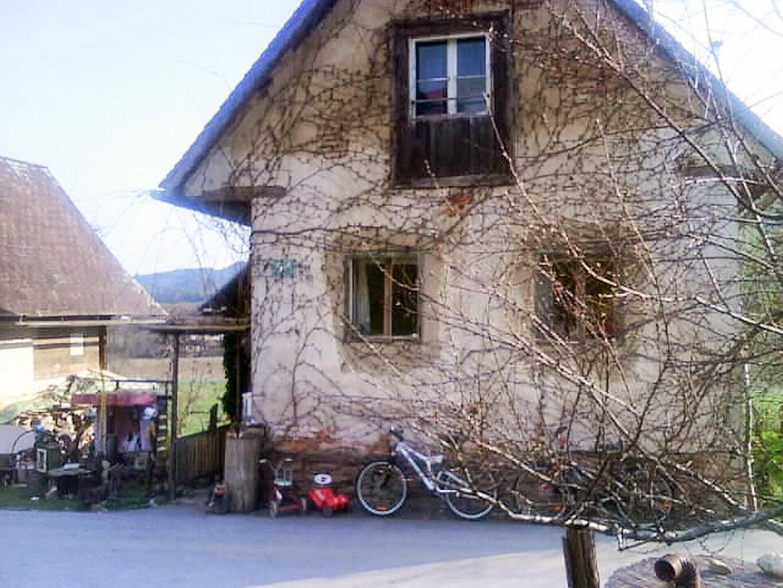 VORHER. Die Alte Hausfasade Mit Den Alten Fenstern Usw.