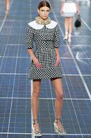 Къса рокля каре с голяма яка Chanel пролет-лято 2013