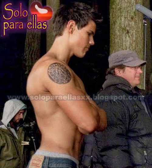 Taylor Lautner desnudo