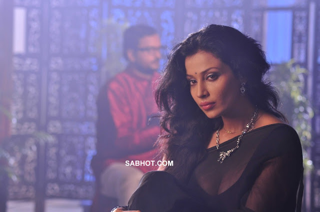 Asha Saini hot black saree Aakasam Lo Sagam2