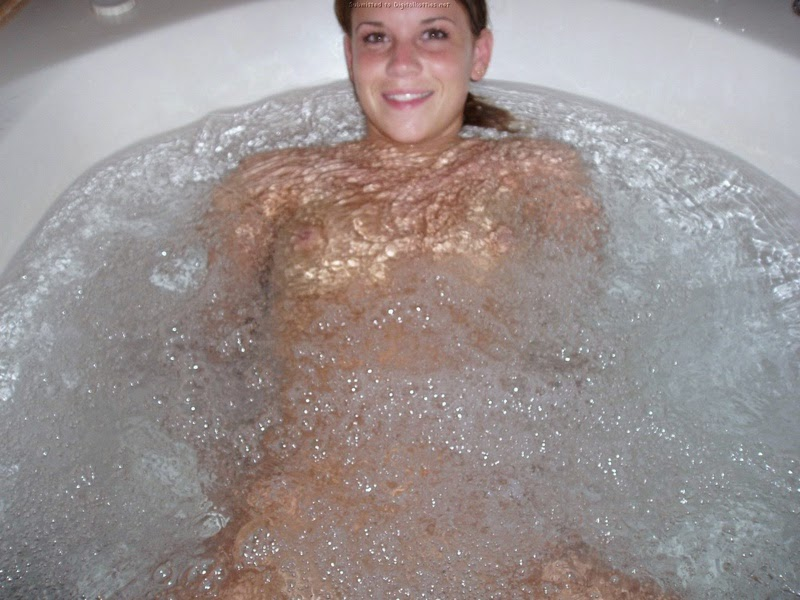 Ventura California  sexy young chick in jacuzzi