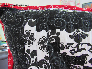 black and white log cabin quilt pattern