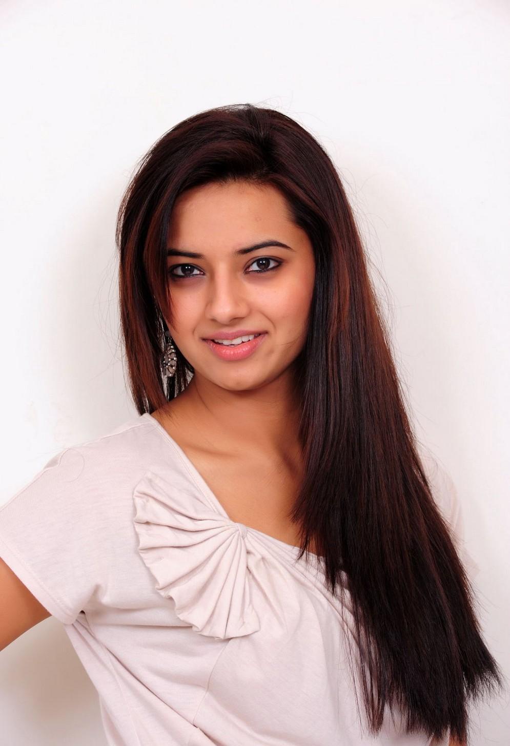 Sweetheart rosy sexy Isha chawla beautiful stills in half saree