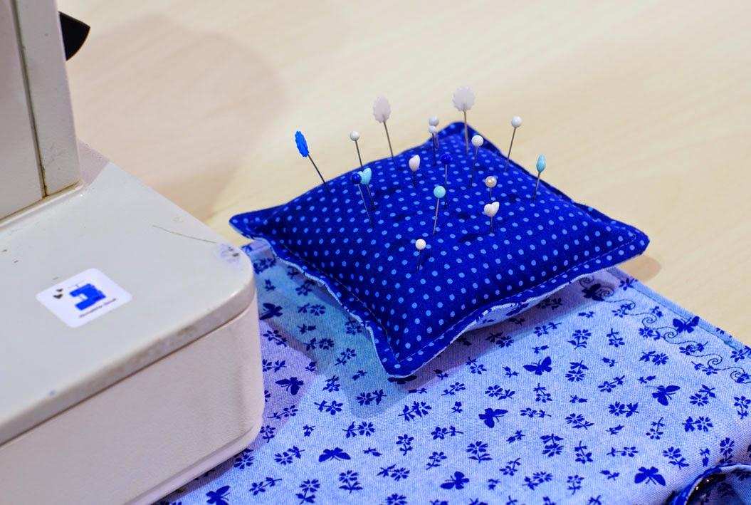 Christelle Beneytout : le blog: Petit tapis de machine à coudre (Aiguille en fête suite )