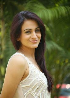 Aksha Pardasanya Spicy Stills from movie Dr Saleem