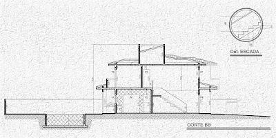 Reprodução do corte longitudinal do projeto, incluindo o detalhe com as medidas básicas da escada, com escalas suprimidas sobre fundo texturizado.