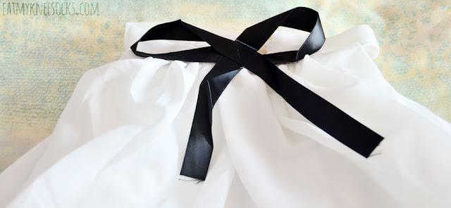 Details on the black and white ulzzang-style off-shoulder cold-shoulder blouse from Dresslink.