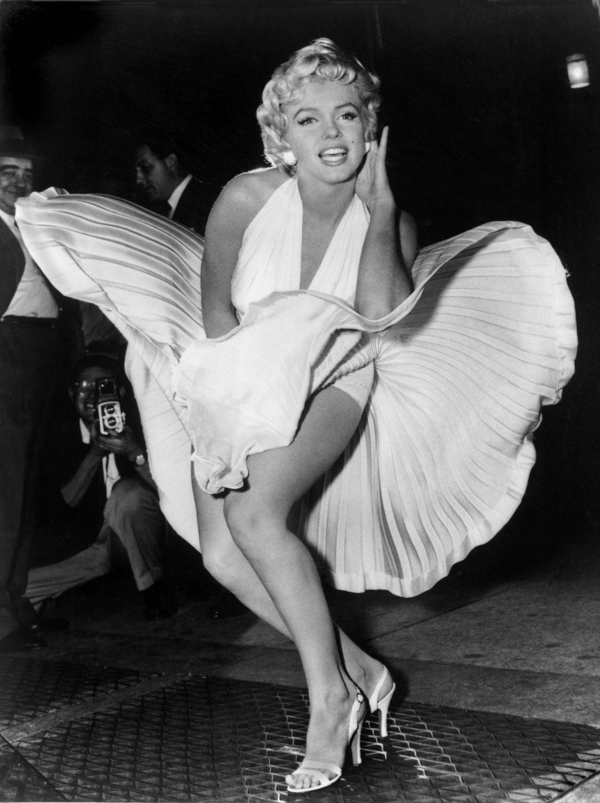 http://2.bp.blogspot.com/-sCnnEWbPHTM/Tjo2OanMhYI/AAAAAAAAAxE/T0J28_LEokY/s1600/1962+-+Marilyn+Monroe+dies.jpg