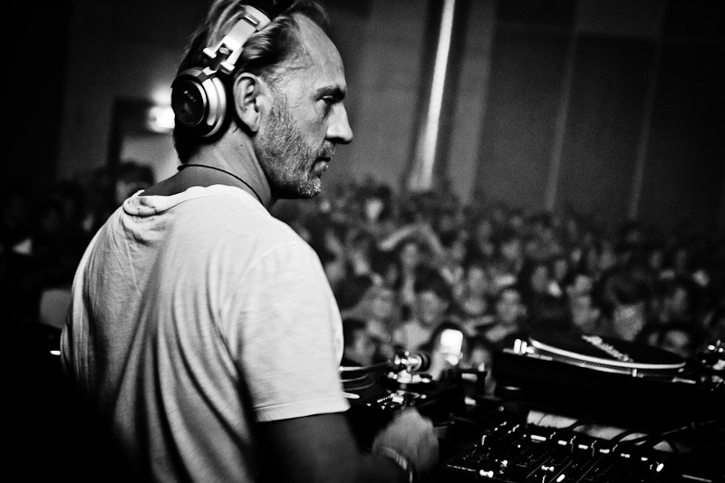 Electronica Dance DJ Music b