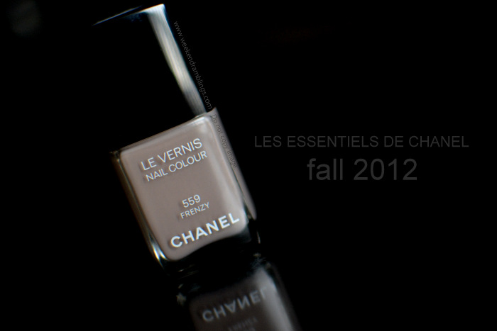 Les Essentiels de Chanel Makeup Collection Fall 2012 Beauty Blog Reviews Swatches NOTD Le Vernis Nail Polish Frenzy