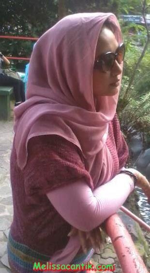 Koleksi Foto Tante Berjilbab Bandung Masih Cantik Memikat
