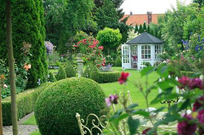 Egy harmonikus fengshui kert dekor s mentha for Gartengestaltung quadratischer garten